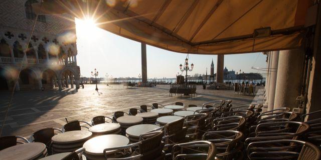 Stängt kafé i Venedig. Andrew Medichini / TT NYHETSBYRÅN