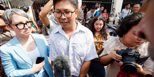 Wa Lone talar med medier efter frigivandet.  ANN WANG / TT NYHETSBYRÅN