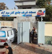 Utanför moskén. Abdullah Sahil / TT NYHETSBYRÅN