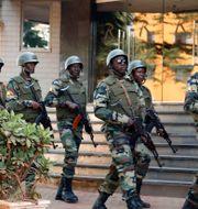 Jihadistvåldet har eskalerat i Burkina Faso de senaste åren. Bilden är från 2015 efter att ett hotell i Bamako utsatts för ett attentat. Jerome Delay / TT NYHETSBYRÅN
