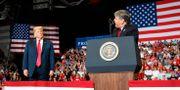 Sean Hannity och Donald Trump.  Carolyn Kaster / TT NYHETSBYRÅN/ NTB Scanpix