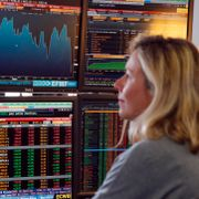 A fund manager looks at screens displaying activities of shares on the French Stock Exchange, in a financial analysis office in Paris, France, Tuesday, Aug. 25, 2015. Francois Mori / TT NYHETSBYRÅN