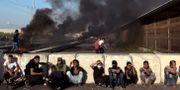 Palestinska demonstranter vid gränsen till Gaza. Khalil Hamra / TT NYHETSBYRÅN/ NTB Scanpix