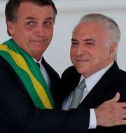 Nuvarande presidenten Jair Bolsonaro och förre presidenten Michel Temer vid årskiftet. Silvia Izquierdo / TT NYHETSBYRÅN/ NTB Scanpix
