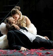 """Kjetil Støa och Elisabeth Mayer i """"Don Carlos"""" på Folkoperan.  Sören Vilks."""
