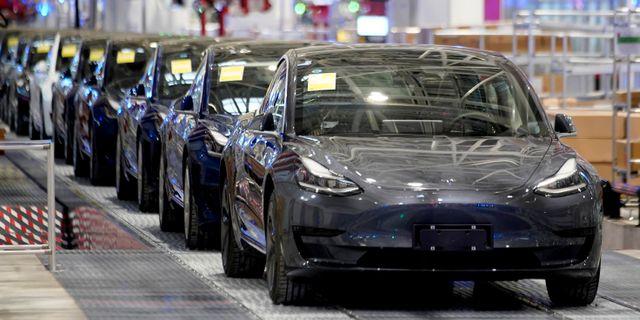Illustrationsbild: Model 3-bilar tillverkade i Teslas nya fabrik i Kina. Aly Song / TT NYHETSBYRÅN