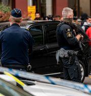 Polisens regionala insatsstyrka på plats vid Skånes universitetssjukhus i Lund.  TT / TT NYHETSBYRÅN