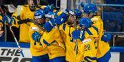 Damkronorna firar efter mål i VM. TOMI HÄNNINEN / BILDBYRÅN