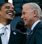 Obama och Biden /Arkivbild Charles Rex Arbogast / TT NYHETSBYRÅN