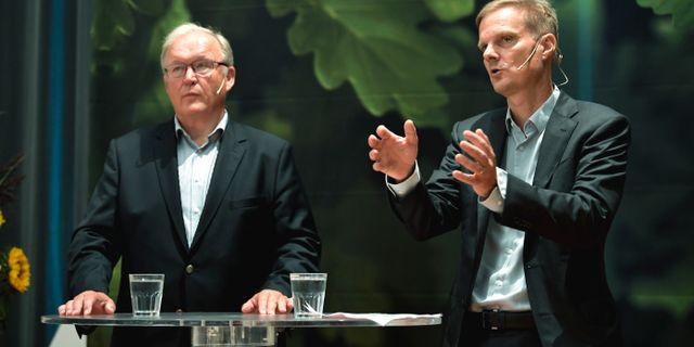 Swedbank styrelseordförande Göran Persson och nya vd:n Jens Henriksson.  Pontus Lundahl/TT / TT NYHETSBYRÅN