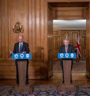 Vallance och Johnson deltog i dagens presskonferens. Jack Hill / TT NYHETSBYRÅN