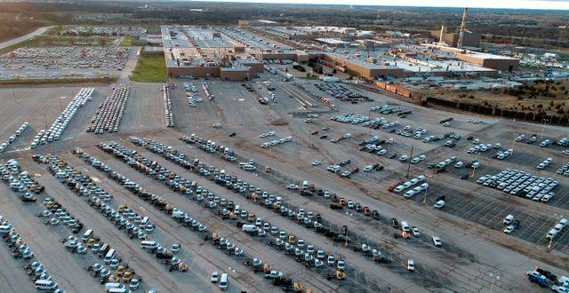 Arkivbild: Fordon under tillverkning parkerade utanför GM:s fabrik i Wentzville, USA.  Jeff Roberson / TT NYHETSBYRÅN