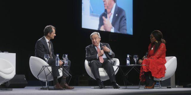 FN:s generalsekreterare António Guterres (mitten) i panelsamtal under klimattoppmötet i Madrid förra året. Paul White / TT NYHETSBYRÅN