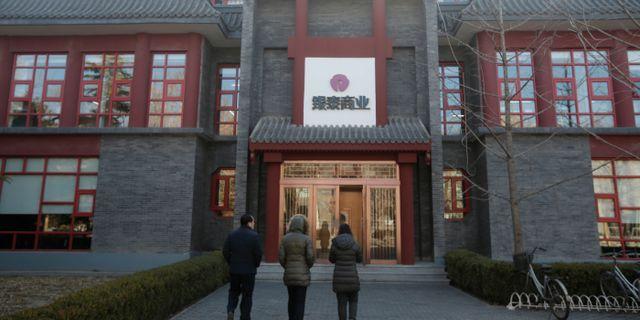 Anställda på ett Intime-varuhus i Peking på tisdagen. JASON LEE / TT NYHETSBYRÅN