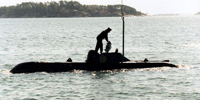 Svensk ubåt vid ytan, 1997.  TT