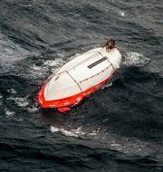 En livbåt flyter i vattnet efter katastrofen 1994. Leif R Jansson / TT / / TT NYHETSBYRÅN