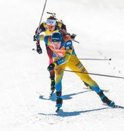 Sebastian Samuelsson tar sig förbi Johannes Thingnes Bø på upploppet. JOEL MARKLUND / BILDBYRÅN