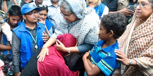 Bangaldeshs premiärminister Sheikh Hasina i ett flyktingläger. Saiful Kallol / TT / NTB Scanpix