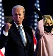 Joe och Jill Biden under nattens tal. Paul Sancya / TT NYHETSBYRÅN