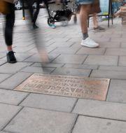 Olof Palmes minnesplakett vid mordplatsen. Fredrik Sandberg/TT / TT NYHETSBYRÅN