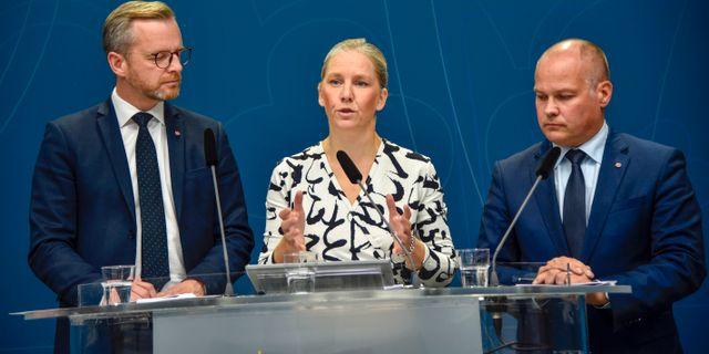 Inrikesminister Mikael Damberg (S), Karolina Skog (MP) och justitieminister Morgan Johansson (S). Lars Schröder/TT / TT NYHETSBYRÅN