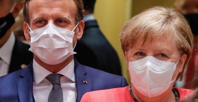 Emmanuel Macron och Angela Merkel anländer till EU-toppmötet.  Stephanie Lecocq / TT NYHETSBYRÅN