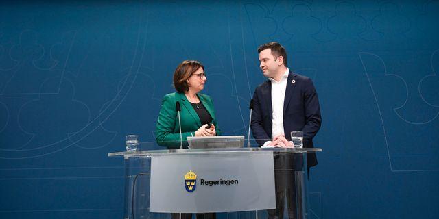 Miljö- och klimatminister Isabella Lövin och Gabriel Wikström. Ali Lorestani/TT / TT NYHETSBYRÅN