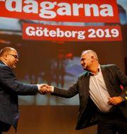 Karl Petter Thorwaldsson och Jonas Sjöstedt. Henrik Brunnsgård/TT / TT NYHETSBYRÅN