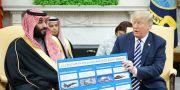 Donald Trump har lovat stora vapenaffärer till Saudiarabien. Här med Saudiarabiens kronprins Mohammed bin Salman. MANDEL NGAN / AFP