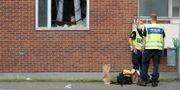 Arkivbild: Polisen utanför lägenheten dagen efter attentatet i augusti i fjol. Björn Larsson Rosvall/TT / TT NYHETSBYRÅN