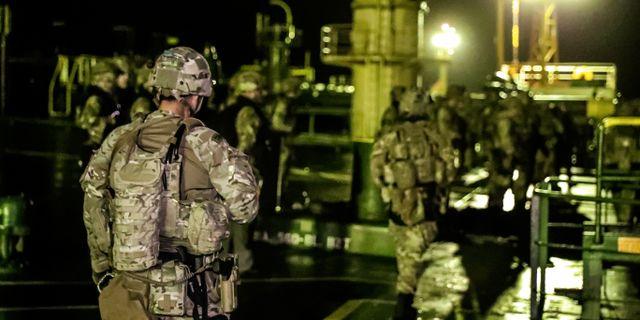 Brittiska soldater vid en operationen mot Grace 1.  POOL / TT NYHETSBYRÅN