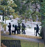 Polisens bombgrupp under insatsen i Olivedal.  Björn Larsson Rosvall/TT / TT NYHETSBYRÅN