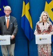 Johan Carlson och Lena Hallengren under dagens pressträff. Marko Säävälä / TT / TT NYHETSBYRÅN