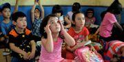 Flyktingbarn i skola i Indonesien. BAY ISMOYO / AFP