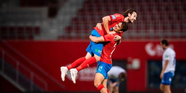 Assad Al Hamlawi och Mikkel Diskerud jublar efter matchen.  PETTER ARVIDSON / BILDBYRÅN
