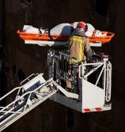Bild från räddningsarbetet.   Joan Mateu / TT NYHETSBYRÅN