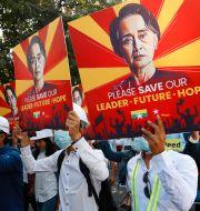 Anhängare till NLD demonstrerar i Myanmar den 15  TT NYHETSBYRÅN