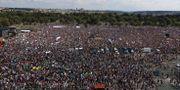 Demonstranterna samlades i Letna-parken. Petr David Josek / TT NYHETSBYRÅN