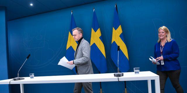 Inrikesminister Mikael Damberg (S) och Catharina Elmsäter-Svärd, vd för Byggföretagen. Fredrik Sandberg/TT / TT NYHETSBYRÅN
