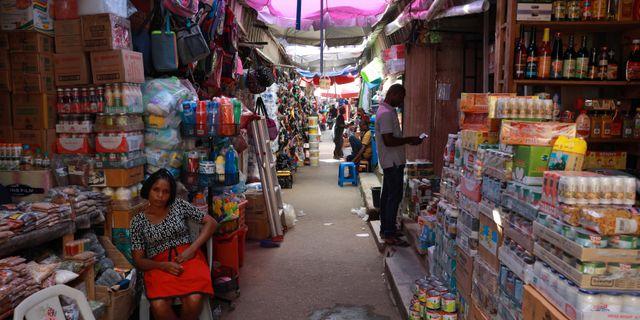 Handlarna i Abuja känner av de nya reglerna. AFOLABI SOTUNDE / TT NYHETSBYRÅN