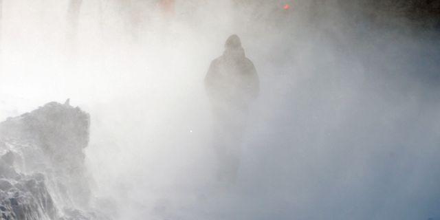 Illustrationsbild, person i snöoväder. Michael Dwyer / TT NYHETSBYRÅN/ NTB Scanpix