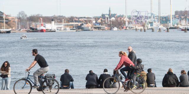 Stockholmare vid Nybrokajen. Fredrik Sandberg/TT / TT NYHETSBYRÅN
