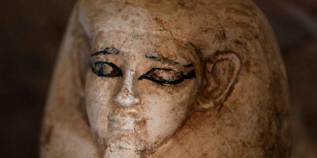 En staty som hittats i graven i al-Assasif.  MOHAMED ABD EL GHANY / TT NYHETSBYRÅN