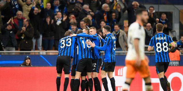 Atalantas spelare firar ett av sina mål i matchen. DANIELE MASCOLO / BILDBYRÅN