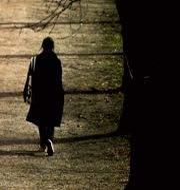 Illustrationsbild. Kvinna promenerar i en park. Grøtt, Vegard Wivestad / TT NYHETSBYRÅN