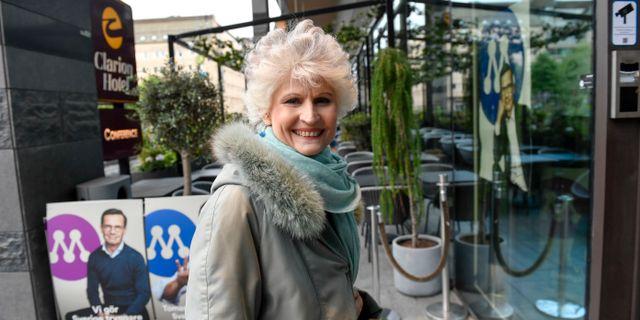 Anna Maria Corazza Bildt anländer till Moderaternas valvaka. Stina Stjernkvist/TT / TT NYHETSBYRÅN