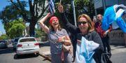 Luis Lacalle Pous supportrar firar på gatorna i Montevideo. MARIANA GREIF / TT NYHETSBYRÅN