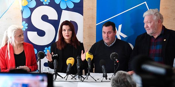 Moderaternas Emilie Pilthammar, Sverigedemokraternas Louise Erixon, Kristdemokraternas Robert Manea och SoL-partiets Anders Jönsson under en pressträff i Sölvesborg tidigare i höstas.  TT