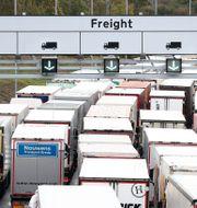 Lastbilar köar till Eurotunneln i Folkestone i fredags. Gareth Fuller / TT NYHETSBYRÅN