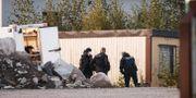 Finsk polis undersöker brottsplatsen i Borgå.  LEHTIKUVA / TT NYHETSBYRÅN